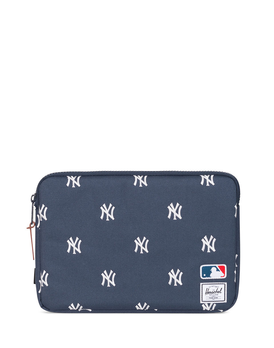 Na počítač Herschel Supply Major League Baseball® x Anchor Sleeve for 11 inch MacBook Navy/White Yankees