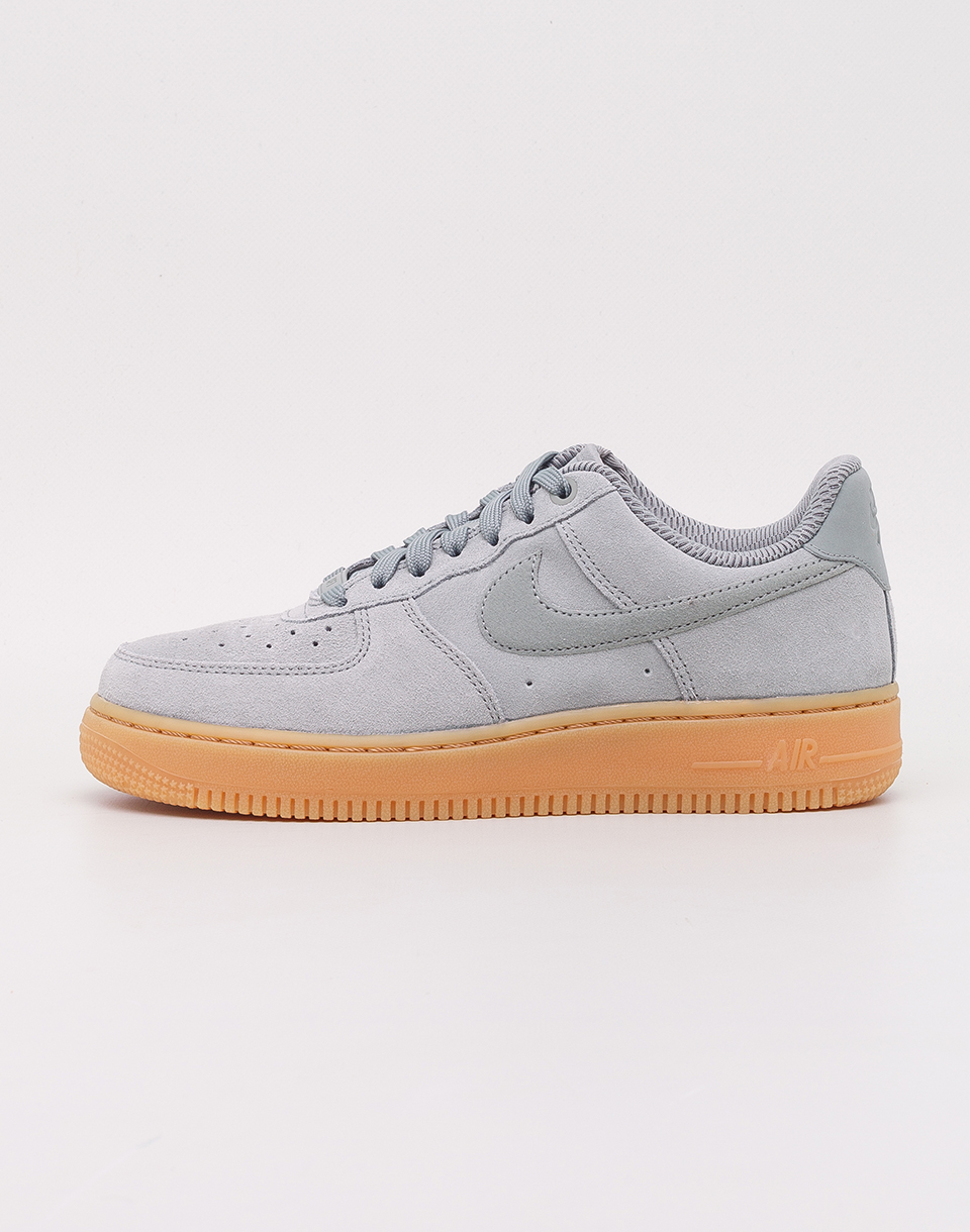 Nike Air Force 1  07 SE Mica Green Mica Green  Gum Light Brown 37 5