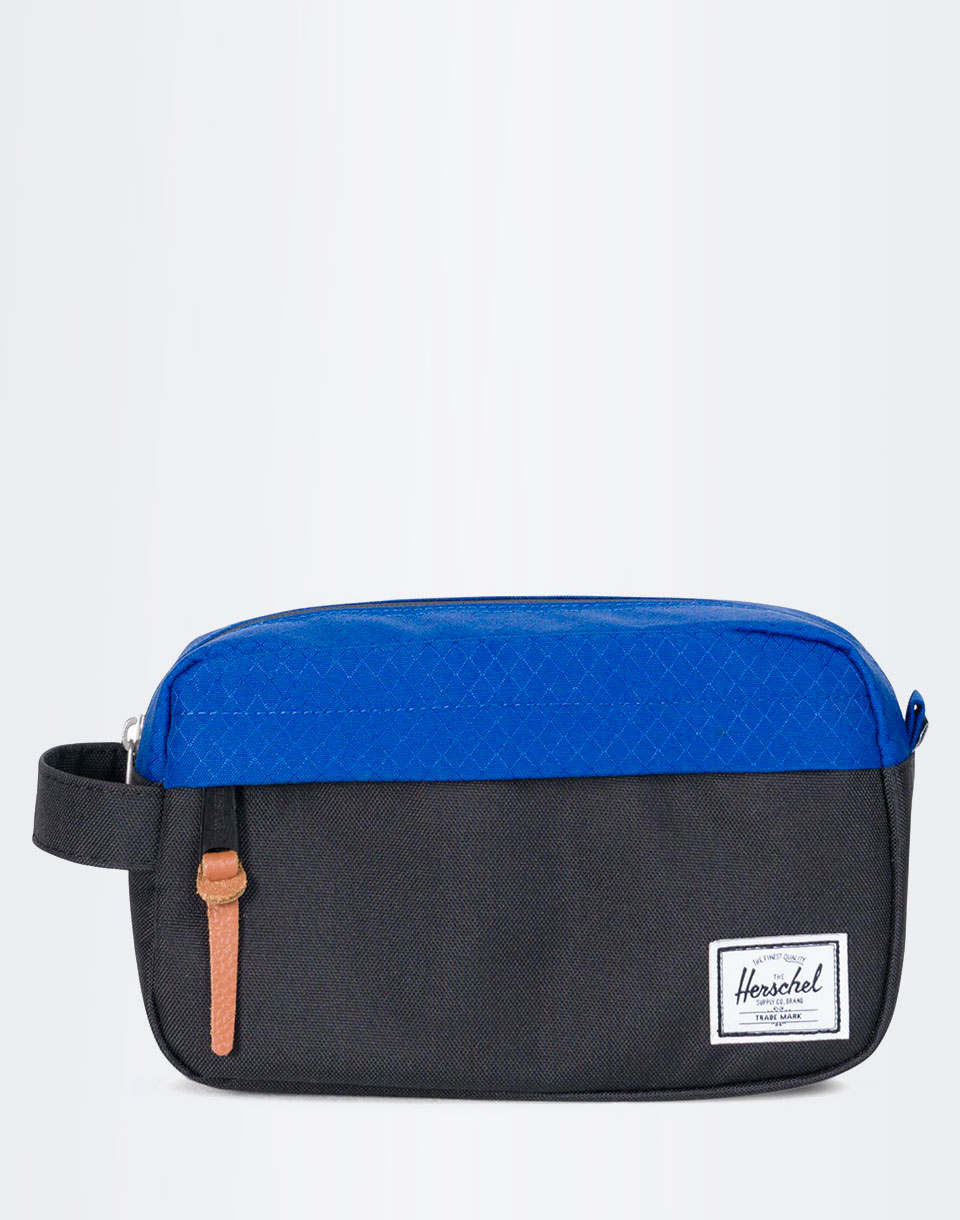 Na kosmetiku Herschel Supply Chapter Carry On Black / Surf the Web