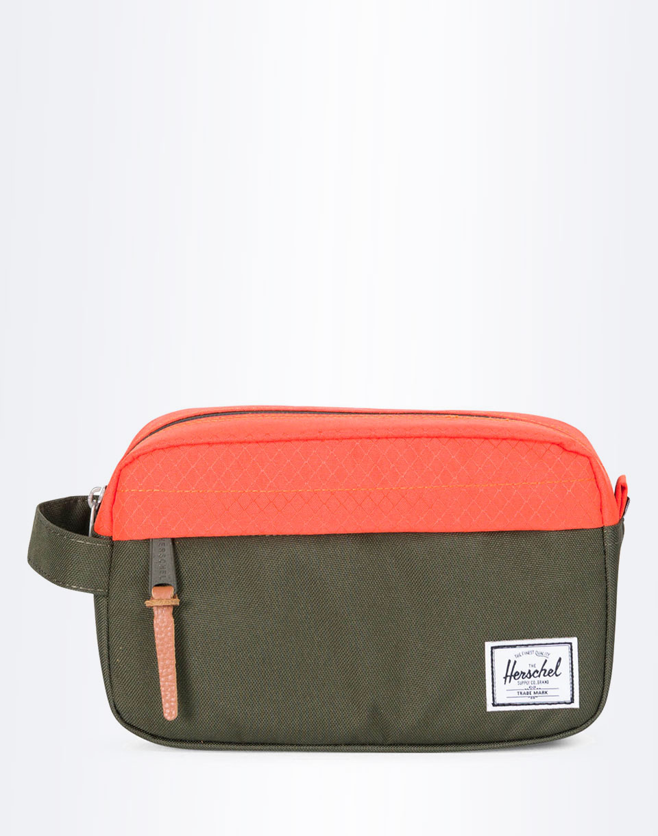 Na kosmetiku Herschel Supply Chapter Carry On Forest Night / Vermillion Orange