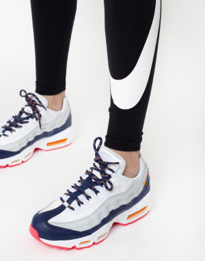 Nike - Sportswear Leg-A-See Swoosh