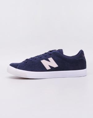 New Balance - AM210